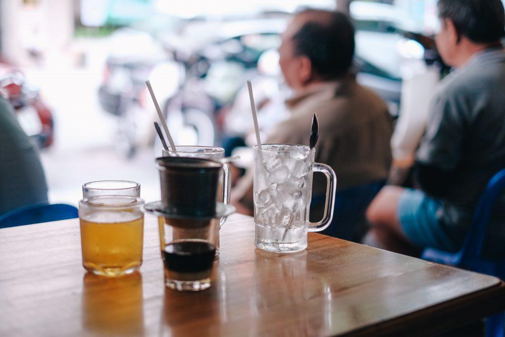 Uống cà phê tác động như thế nào đến răng của bạn?
